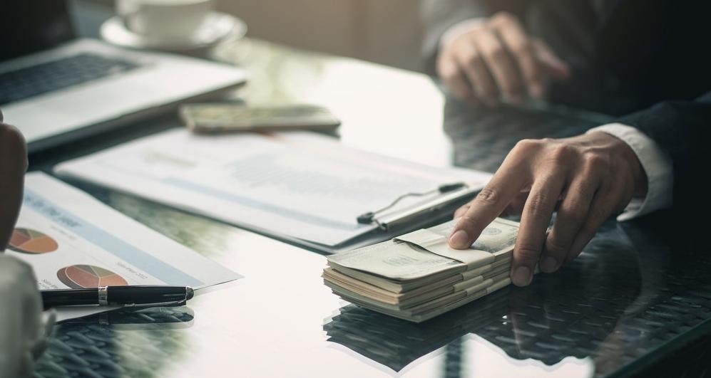 Jak bezpiecznie pożyczyć pieniądze w firmie pożyczkowej?